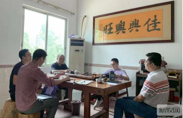 《农财宝典》新牧网记者与协会会员交流